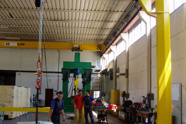 GBT-type column-mounted crane