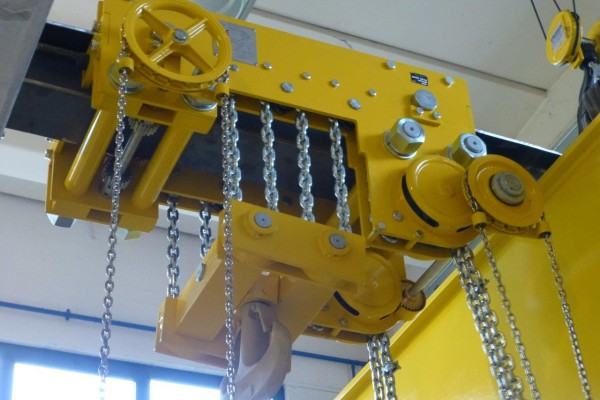 Manual hoists: low headroom hoists